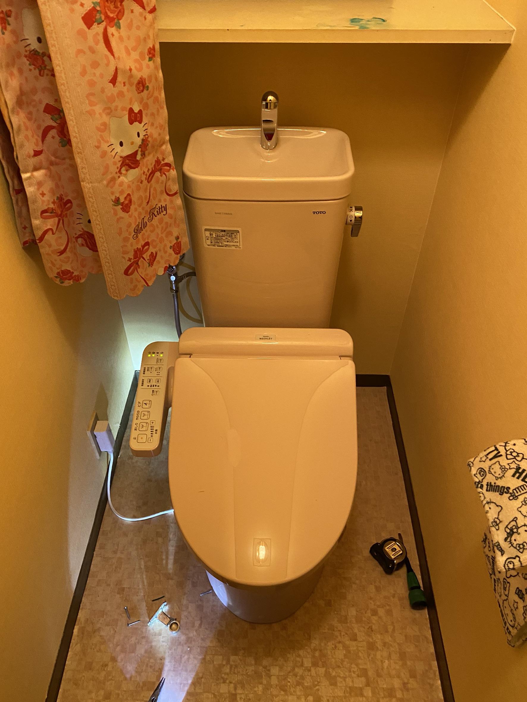 トイレセット交換および壁紙クロス張替え